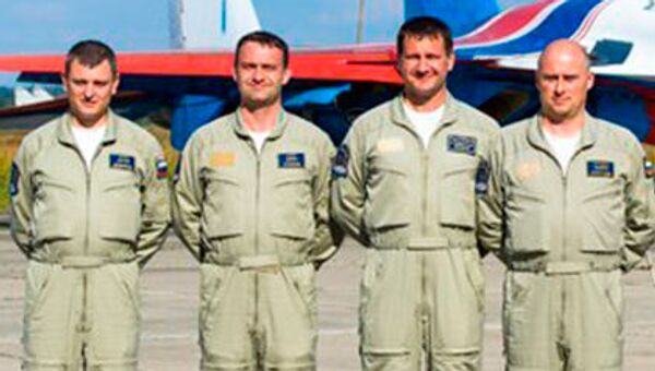 Nhóm Hiệp sĩ Nga  ( Thiếu tá Sergey Eremenko - bên trái) - Sputnik Việt Nam