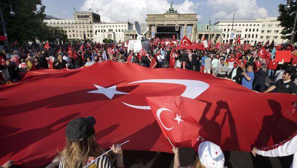 Lá cờ Thổ Nhĩ Kỳ ở Berlin - Sputnik Việt Nam