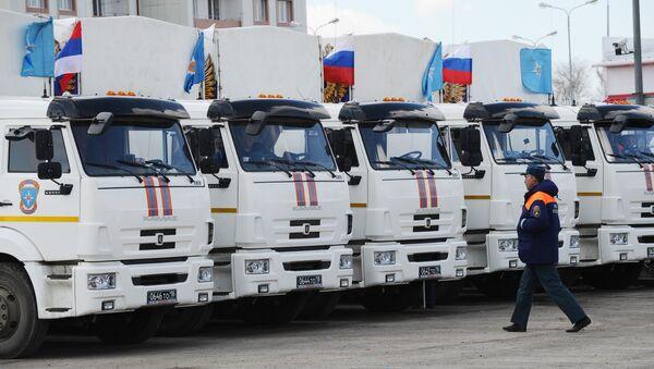 Chuẩn bị đoàn xe  thứ 24 với hàng viện trợ nhân đạo của Nga dành cho cư dân Donbass - Sputnik Việt Nam