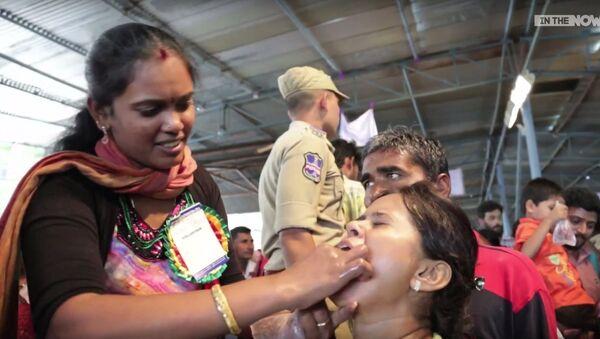 Trị bệnh hen suyễn theo kiểu Ấn Độ: Trẻ em buộc phải nuốt chửng cá sống - Sputnik Việt Nam