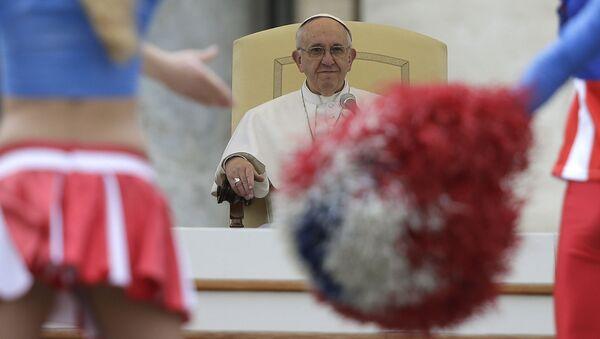 Giáo hoàng La Mã Francis xem cuộc biểu diễn xiếc Mỹ tại Vaticăng - Sputnik Việt Nam