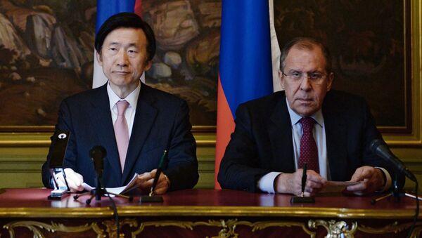 Ngoại trưởng Nga Sergei Lavrov và Ngoại trưởng Hàn quốc Yun Byung-Se - Sputnik Việt Nam