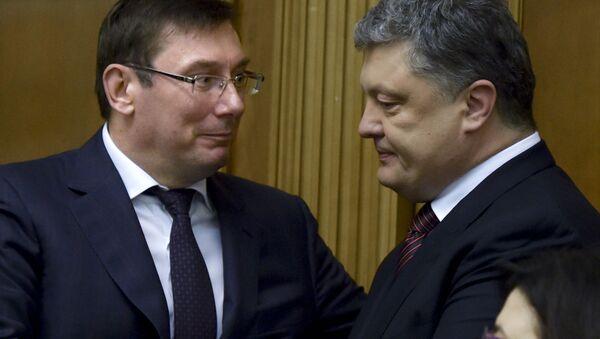 Сông tố viên Ukraina Yuriy Lutsenko và Tổng thống Pyotr Poroshenko - Sputnik Việt Nam