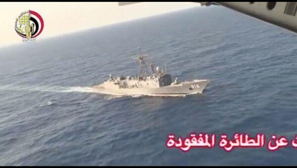 Египетское военное поисковое судно на месте крушения самолета авиакомпании EgyptAir в Средиземном море - Sputnik Việt Nam