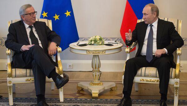 Tổng thống Nga Vladimir Putin và Chủ tịch Ủy ban châu Âu Jean-Claude Juncker - Sputnik Việt Nam