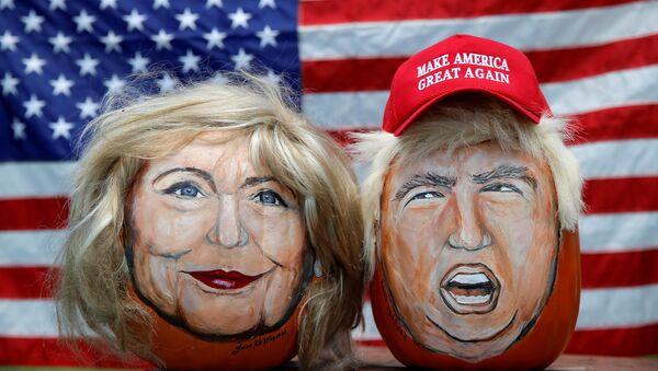 Hình Hillary Clinton và Donald Trump trên qủa bí - Sputnik Việt Nam