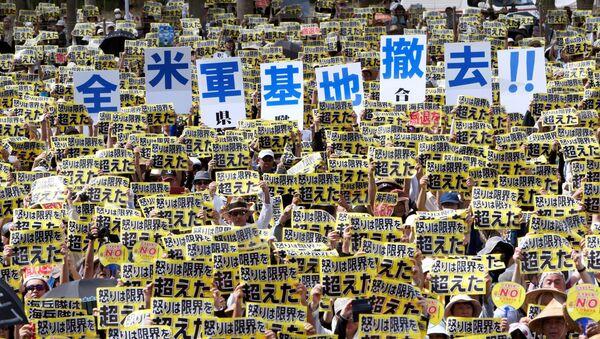 Hàng nghìn người Nhật biểu tình chống căn cứ quân sự Mỹ ở Okinawa - Sputnik Việt Nam