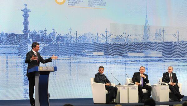 Tổng thống Vladimir Putin Tổng, thống Kazakhstan Nursultan Nazarbayev,người dẫn chương trình trên kênh truyền hình CNN Fareed Zakaria và Thủ tướng Ý Matteo Renzi  tại Diễn đàn Kinh tế Quốc tế St. Petersburg - Sputnik Việt Nam