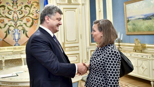 Trợ lý Bộ trưởng Ngoại giao Hoa kỳ Victoria Nuland đã gặp  Tổng thống Pyotr Poroshenko tại Kiev - Sputnik Việt Nam
