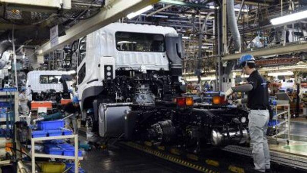 Lắp ráp xe tải Mitsubishi Fuso tại Nhật Bản - Sputnik Việt Nam
