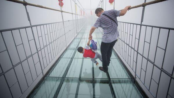 Cây cầu bằng kính tại Trung Quốc - Sputnik Việt Nam