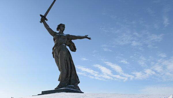 """Tượng đài """"Mẹ Tổ quốc kêu gọi"""" ở Volgograd - Sputnik Việt Nam"""
