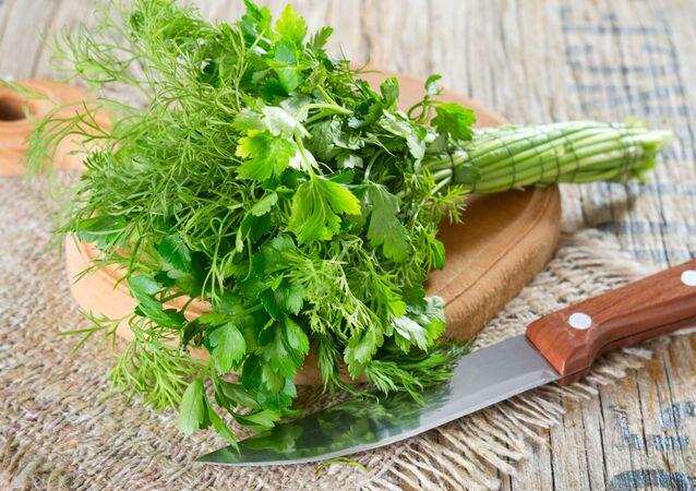 Mùi tây và rau thì