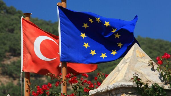 Lá cờ Thổ Nhĩ Kỳ và EU - Sputnik Việt Nam