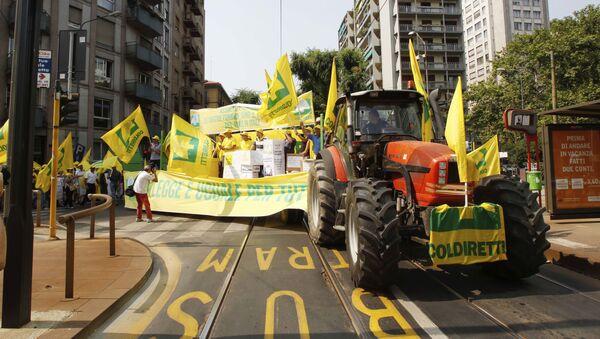 Ở Verona diễn ra cuộc biểu tình chống lại việc kéo dài lệnh trừng phạt chống Nga - Sputnik Việt Nam