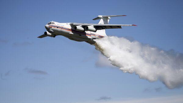 Chiếc máy bay Il-76 của Bộ Các tình huống khẩn cấp LB Nga - Sputnik Việt Nam