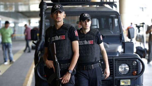 Cảnh sát tại sân bay ở Istanbul - Sputnik Việt Nam