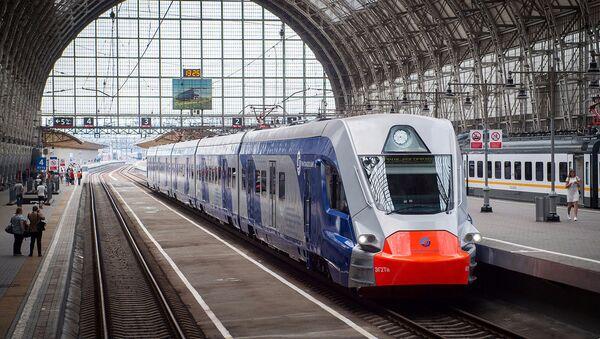 Xe lửa điện mới ở ga Kievsky của Matxcơva - Sputnik Việt Nam