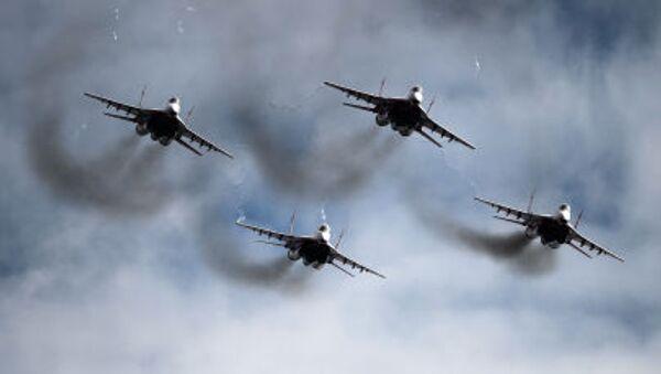 Máy bay tiêm kích MiG-29 của đội lái siêu đẳng Những yến én - Sputnik Việt Nam