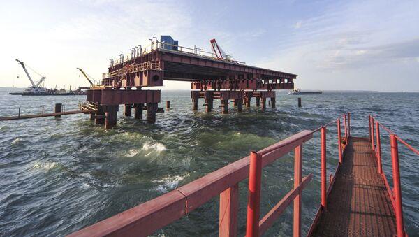 Công trường xây dựng cầu Crưm - Sputnik Việt Nam