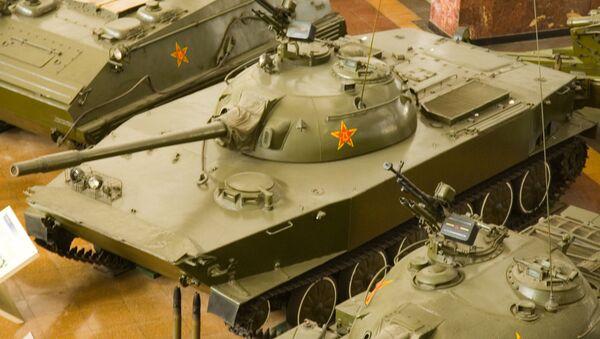 Китайский плавающий танк WZ-211 (Тип 63) в экспозиции Военного музея в Пекине - Sputnik Việt Nam