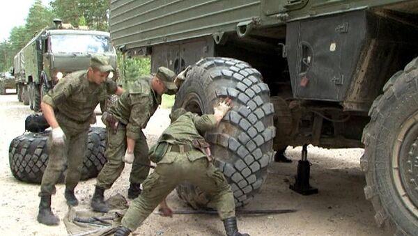 Thay bánh xe của tổ hợp tên lửa Topol-M - Sputnik Việt Nam