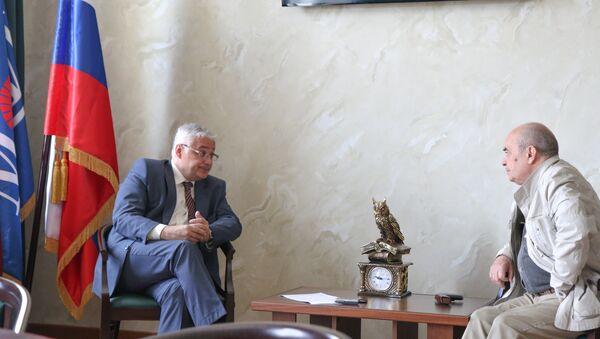 Hiệu trưởng Trường Đại học Năng lượng Matxcơva Nikolai Rogalev trả lời câu hỏi phỏng vấn Sputnik - Sputnik Việt Nam