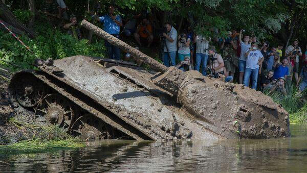 Hoạt động trục vớt chiếc T-34 thời Thế chiến II từ dưới đáy sông Đông tỉnh Voronezh - Sputnik Việt Nam