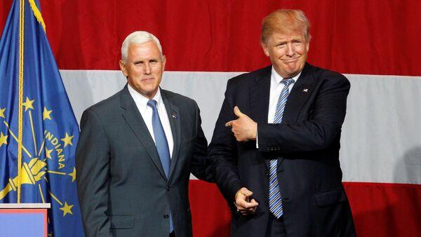 Donald Trump, ứng viên của Đảng Cộng hòa,  và  Thống đốc bang Indiana Michael Pence - Sputnik Việt Nam