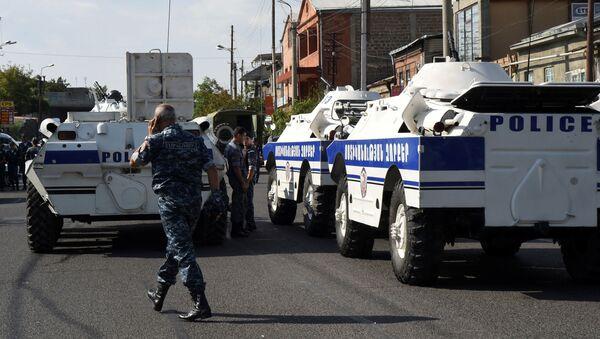 Chiếm đóng tòa nhà của cảnh sát ở Erevan - Sputnik Việt Nam