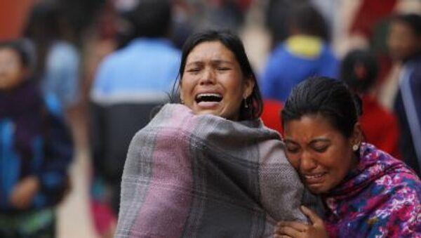 Người thân của các nạn nhân trận động đất ở Nepal - Sputnik Việt Nam