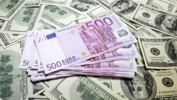 Các tờ euro và đô la Mỹ - Sputnik Việt Nam