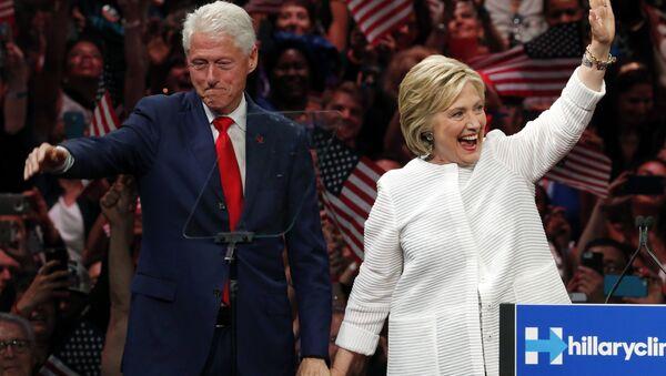 Bill và Hillary Clinton - Sputnik Việt Nam