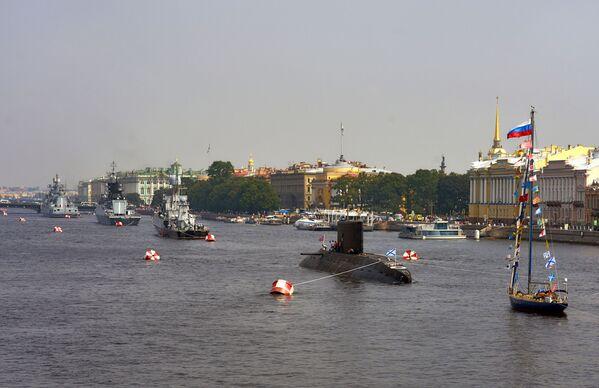 Các tàu của Hạm đội Baltic trong vùng nước sông Neva, chuẩn bị để 31 tháng Bảy tham gia cuộc diễu hành kỷ niệm Ngày Hải quân Nga. - Sputnik Việt Nam