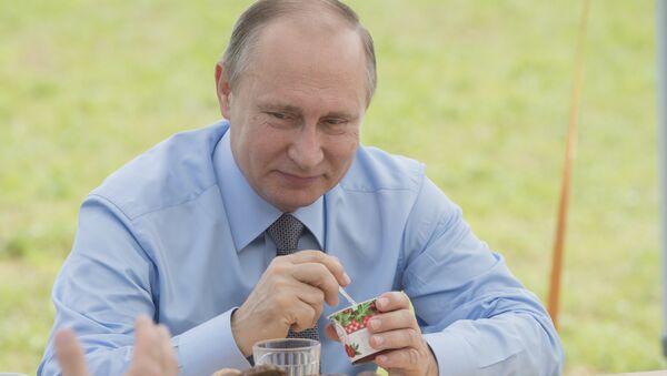 Рабочая поездка президента РФ В. Путина в Тверскую область - Sputnik Việt Nam