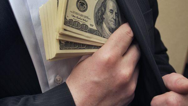 Nhà kinh doanh bỏ tiền vào túi - Sputnik Việt Nam