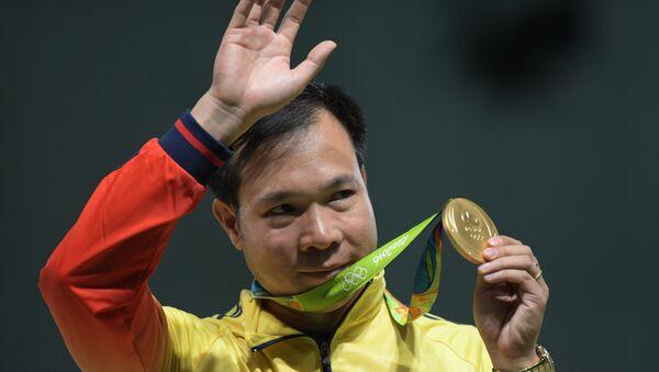 Hoàng Xuân Vinh, người giành huy chương vàng huy chương vàng ở nội dung 10m súng ngắn hơi nam tại Thế vận hội Mùa hè 2016 ở lễ trao giải. - Sputnik Việt Nam