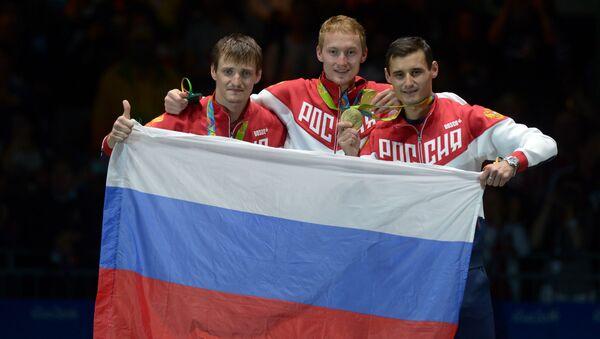 Các kiến thủ Nga giành Huy chương Vàng đồng đội nội dung liễu kiếm nam - Sputnik Việt Nam