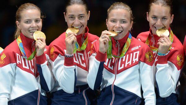 Các vận động viên đấu kiếm Nga đoạt giải đồng đội Olympic - Sputnik Việt Nam