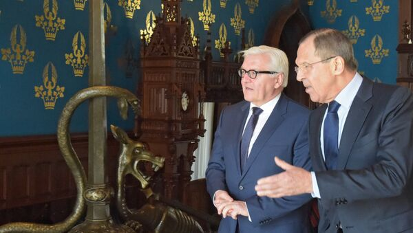 Bộ trưởng Ngoại giao Nga Sergei Lavrov và Bộ trưởng Ngoại giao Đức Frank-Walter Steinmeier - Sputnik Việt Nam