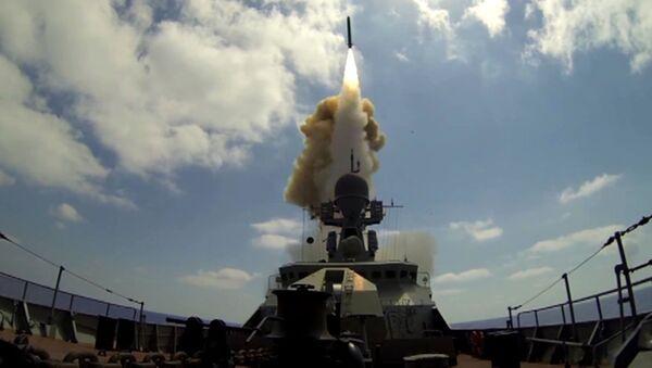 Xem tàu chiến Nga phóng tên lửa Kalibr vào các cơ sở khủng bố ở Syria (Video) - Sputnik Việt Nam