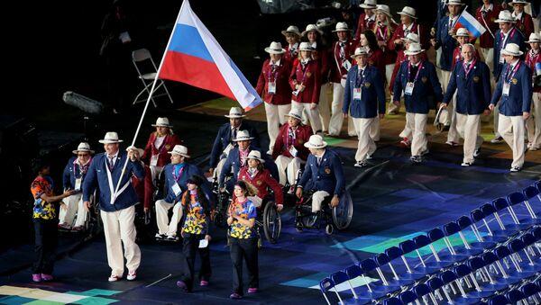 Người mang quốc kỳ của đội tuyển Paralympic Nga - Sputnik Việt Nam