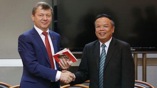 Phó Chủ tịch Ủy ban Trung ương Đảng Cộng sản Nga Novikov đã tiếp đoàn do ông Mai Văn Ninh, Phó Trưởng ban Thường trực Ban tuyên giáo Trung ương Đảng Cộng sản Việt Nam dẫn đầu đang có mặt tại Moskva. - Sputnik Việt Nam