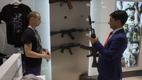 Sân bay quốc tế Sheremetyevo mở cửa hàng lưu niệm Kalashnikov - Sputnik Việt Nam