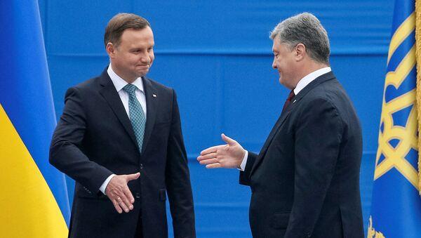 Tổng thống Ba Lan và Ukraina Andrzej Duda và Pyotr Poroshenko - Sputnik Việt Nam