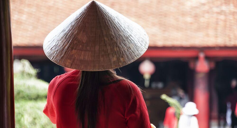 Cô gái Việt