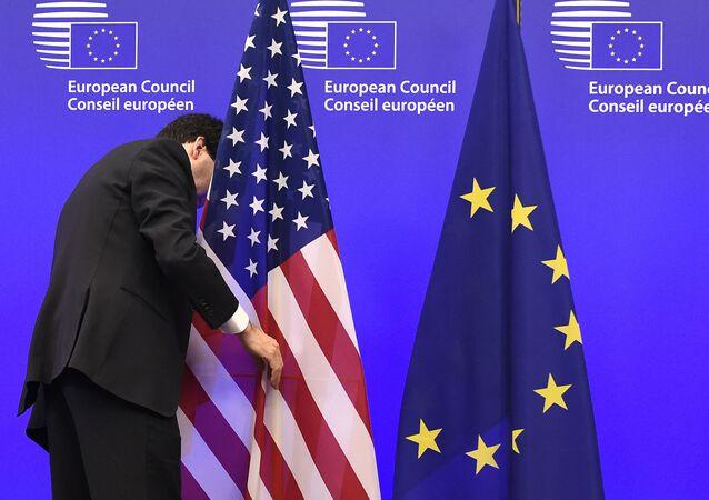 Các quốc kỳ Hoa Kỳ và EU