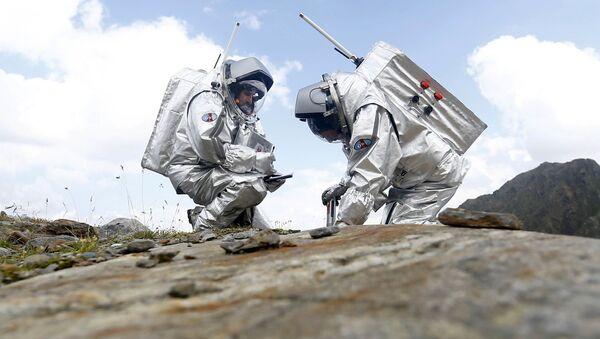 Các thành viên tham gia thí nghiệm mô phỏng thám hiểm sao Hỏa - Sputnik Việt Nam