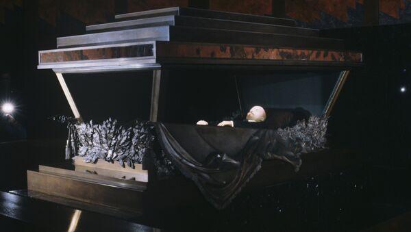 Thi hài Vladimir Lenin ở trong lăng mộ trên Quảng trường Đỏ - Sputnik Việt Nam