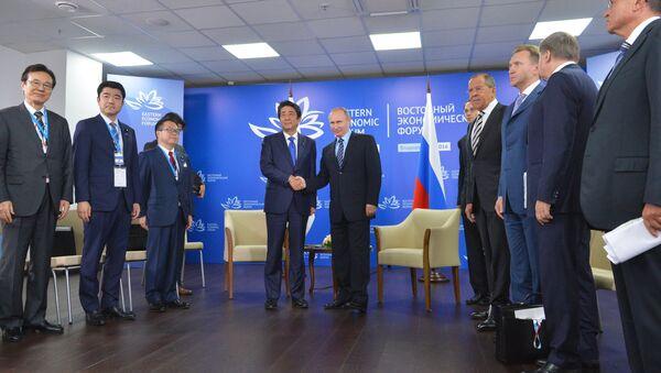 Thủ tướng Nhật Bản Shinzo Abe và Tổng thống Nga Vladimir Putin - Sputnik Việt Nam